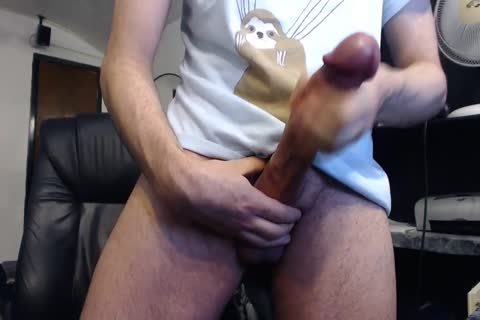 Monster cock Cums On cam (it's thick)